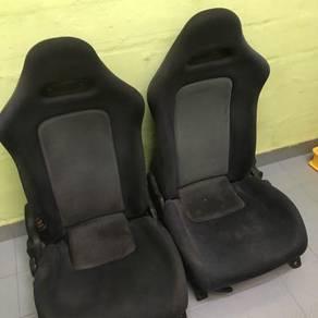 Seat r32