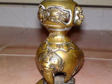 Tembaga oriental candle holder brass