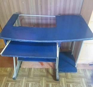 Meja komputer dan kerusi pejabat