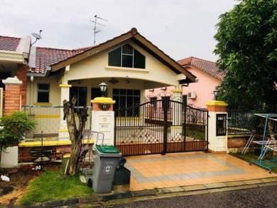 Single storey end lot with land in Taman Bukit Impian Emas SKUDAI