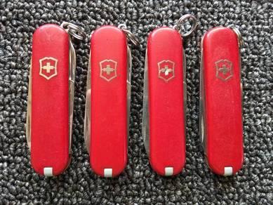 Victorinox Swiss Army Knife Classic Terpakai