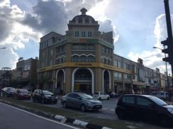 3 storey Shop Lot The Reef Tesco Rawang Taman setia Rawang Cheap sell