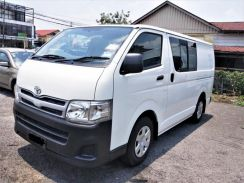 Toyota Hiace 2.5 Diasel Turbo Semi Panel Van 2014