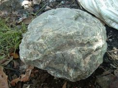 Batu jed asli semulajadi sungai.