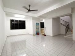 Double Storey 3 Rooms Bukit Kempas For Rent