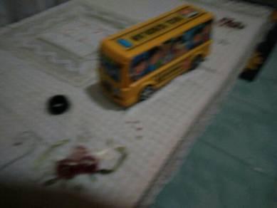 Mainan truck bas