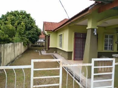 Rumah cantik,,ada tanah, harga tertarik
