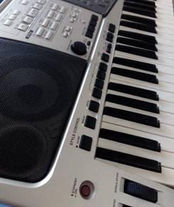 Yamaha keyboard psr2000