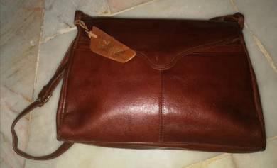 Genuine Leather Sling Bag/Preloved Bags/Moresco