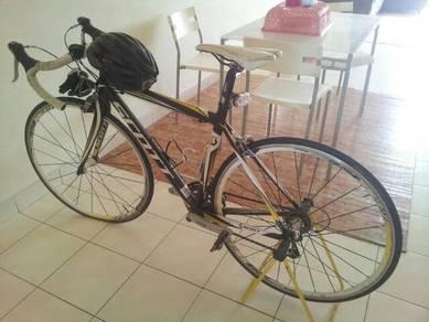 Scott cr1 full carbon race bike