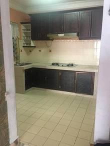 Taman kinrara , vista lavender apartment,got kitchen cabinet, air cond