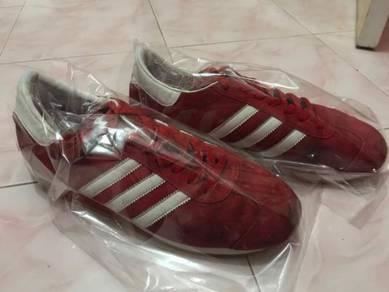 Adidas country merah