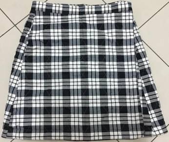 Brand new Uniqlo heat tech wrap skirt (white)