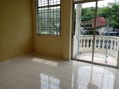 New Paint 1st Floor Cheng Ria Apartment
