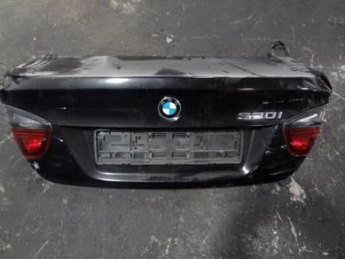 BMW E90 (Non LCI) Rear Bonnet with Reflector
