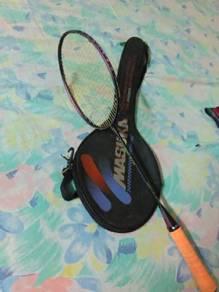 Raket badminton