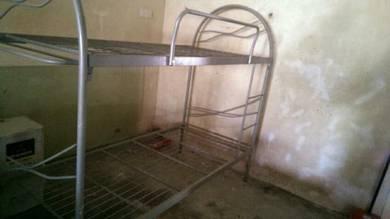 Katil 2 tingkat untuk dilepaskan