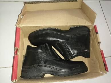 Safety shoes utk dijual, harga boleh dirunding lg
