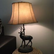 Table lamp with metal deer stand