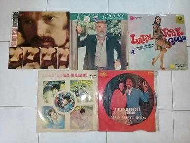Piring Hitam LP Vinyl Rosak Untuk Dekorasi Saja