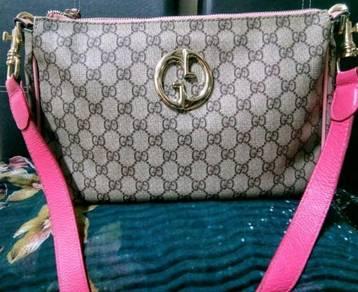 Gucci MM Supreme Tote Bag