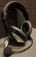 Headset with flexible mic