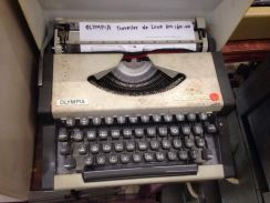 Olympia Traveller de Luxe Typewritter