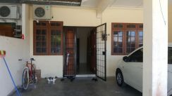 Single storey intermeduate house for sale