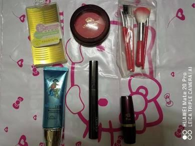 Make up things(one set like photo)