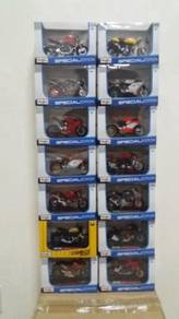 Set of 18 scale Ducatis
