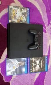 PS4 Black