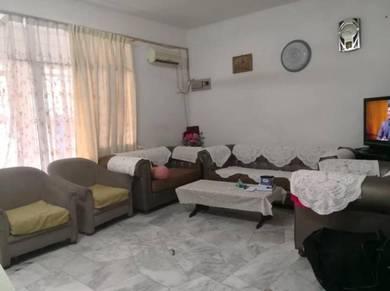 2/T , Persiaran Bukit Kecil , 1400sf , old condition , concrete floor