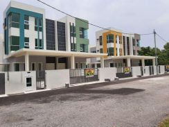 Cheng freehold two and half storey semi d for sale
