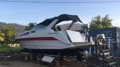 Speed boat cabin cruiser