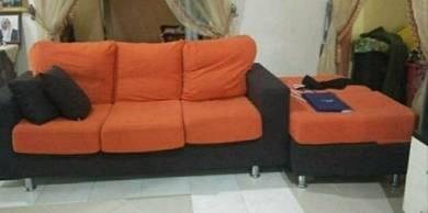 Dua set sofa oren nk let go