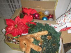 2 boxes of christmas decoration, each 25 ringet