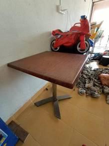 Meja 4 segi boleh lipat