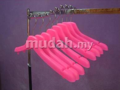 Hanger pakaian pink