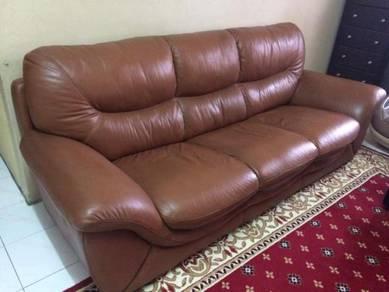 Sofa kulit lorenzo