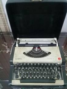 119 Typewriter antik Olympia