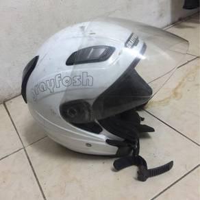 Helmet grayfosh di lepaskn kesayangan.
