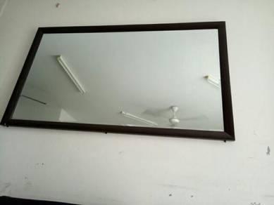 Cermin dinding besar