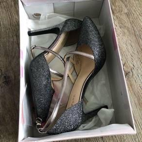 Daphne new shoes