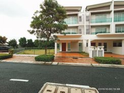 Cheapest corner lot 3 storey terrace in subang with huge extra land