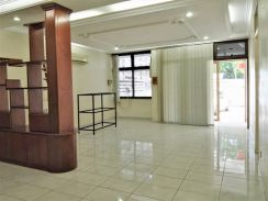 Jalan teh ewe lim , commercial use , main road ( value rent )