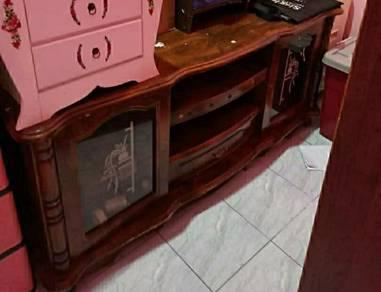 Almari tv kayu