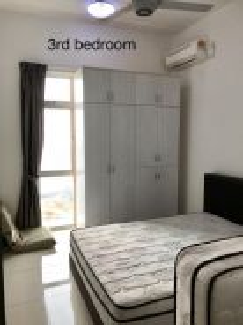 Sky suite nearby custom 3 bed fully below market