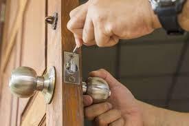 KL Segambut Locksmith Services buka pintu