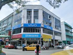 4 storey corner shoplot seksyen 25 main road | same row with mydin