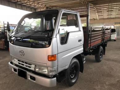 Toyota hiace 3.5 c.c wooden truck power steering